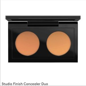 MAC Finish Concealer Duo 05 BeigeNWT for sale